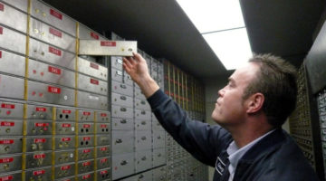 5 Reasons To Use A Safe Deposit Box + 5 Reasons To Think Twice About What You Keep There